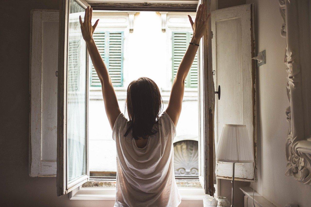 ventilar la casa,ventilar la casa cuando llueve,casa ventilada,ventilacion de una casa,ventilacion en el hogar,como ventilar una habitacion,ventilacion hogar,como ventilar una cosa naturalmente,ambiente ventilado
